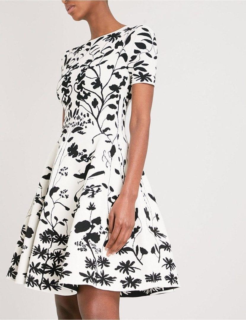 2ece93a5b7fc ALEXANDER MCQUEEN Botanical-patterned Jacquard-knit Mini Ivory   Black Dress