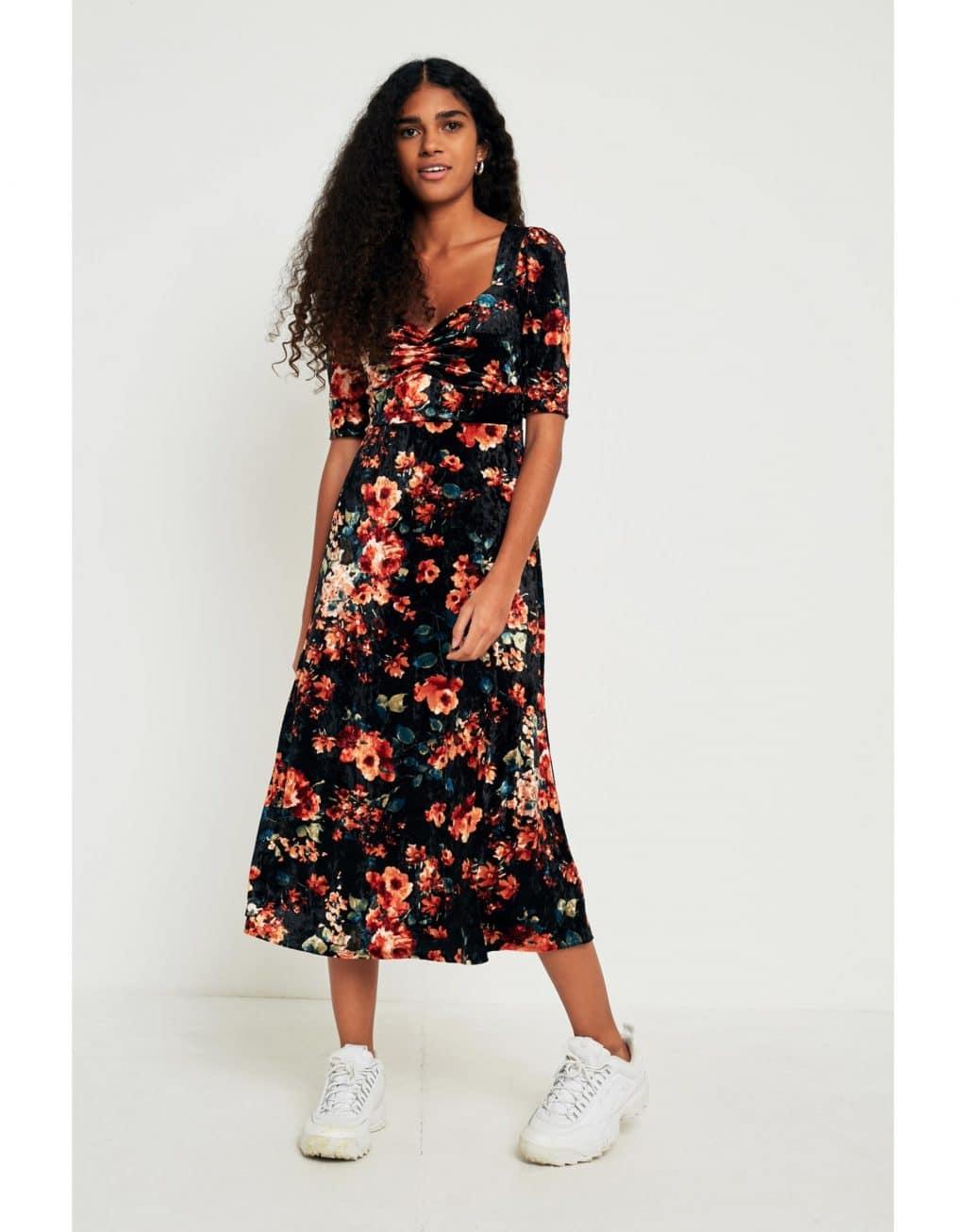 Uo Pins Needles Fl Velvet Sweetheart Neckline Midi Black Multi Dress