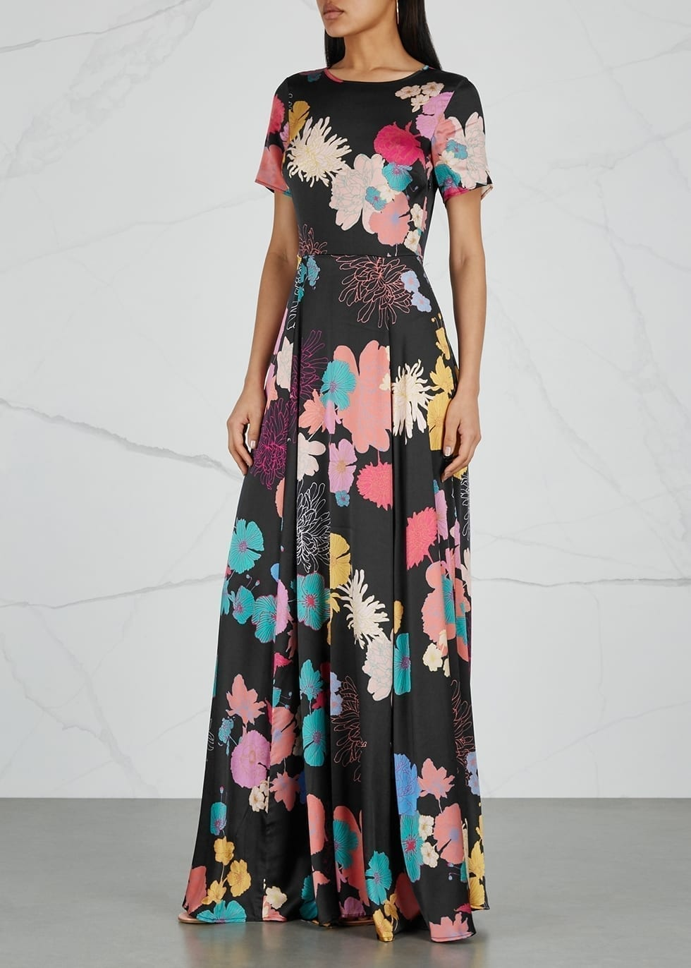 STINE GOYA Nanna Satin Maxi Black / Floral Printed Dress