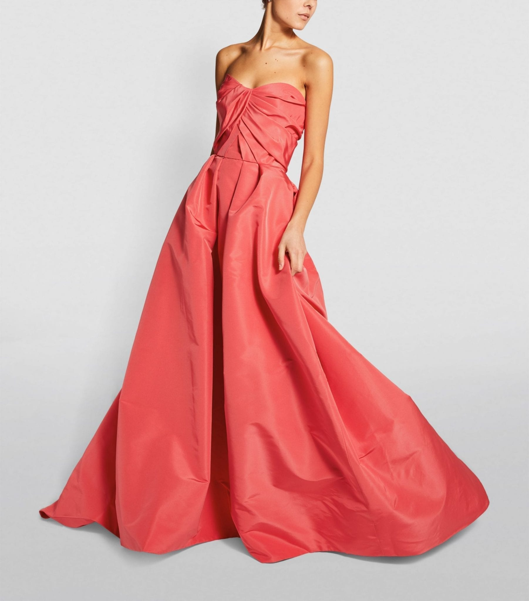 MONIQUE LHUILLIER Strapless Silk Gown
