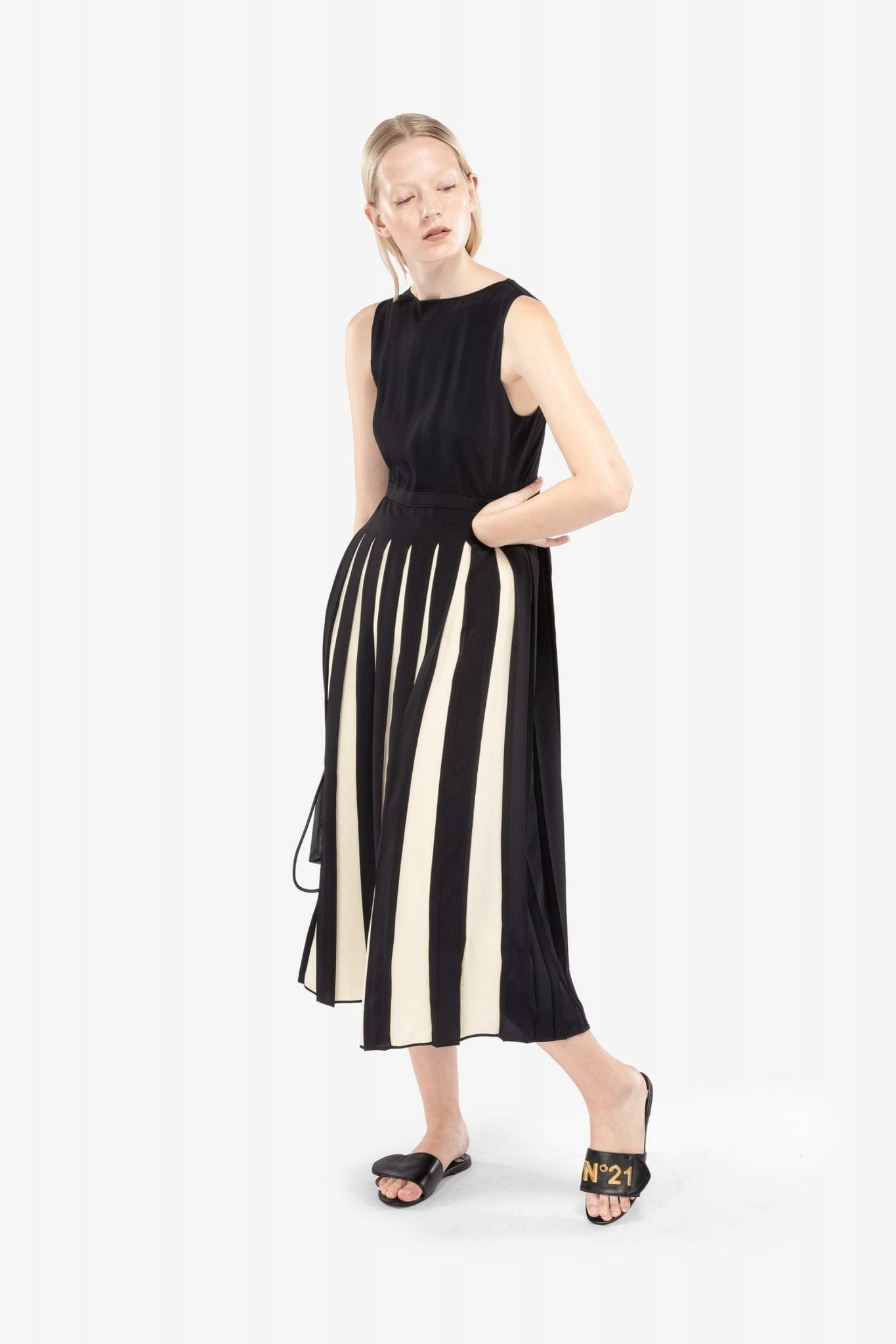 N20 Contrast Pleat Midi Dress