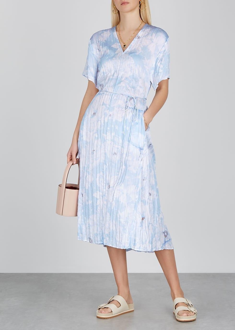VINCE Blue Floral-print Crinkled Satin Dress