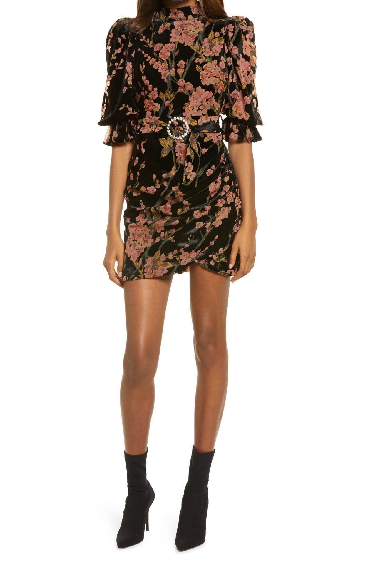 LAVISH ALICE Floral Open Back Velvet Dress
